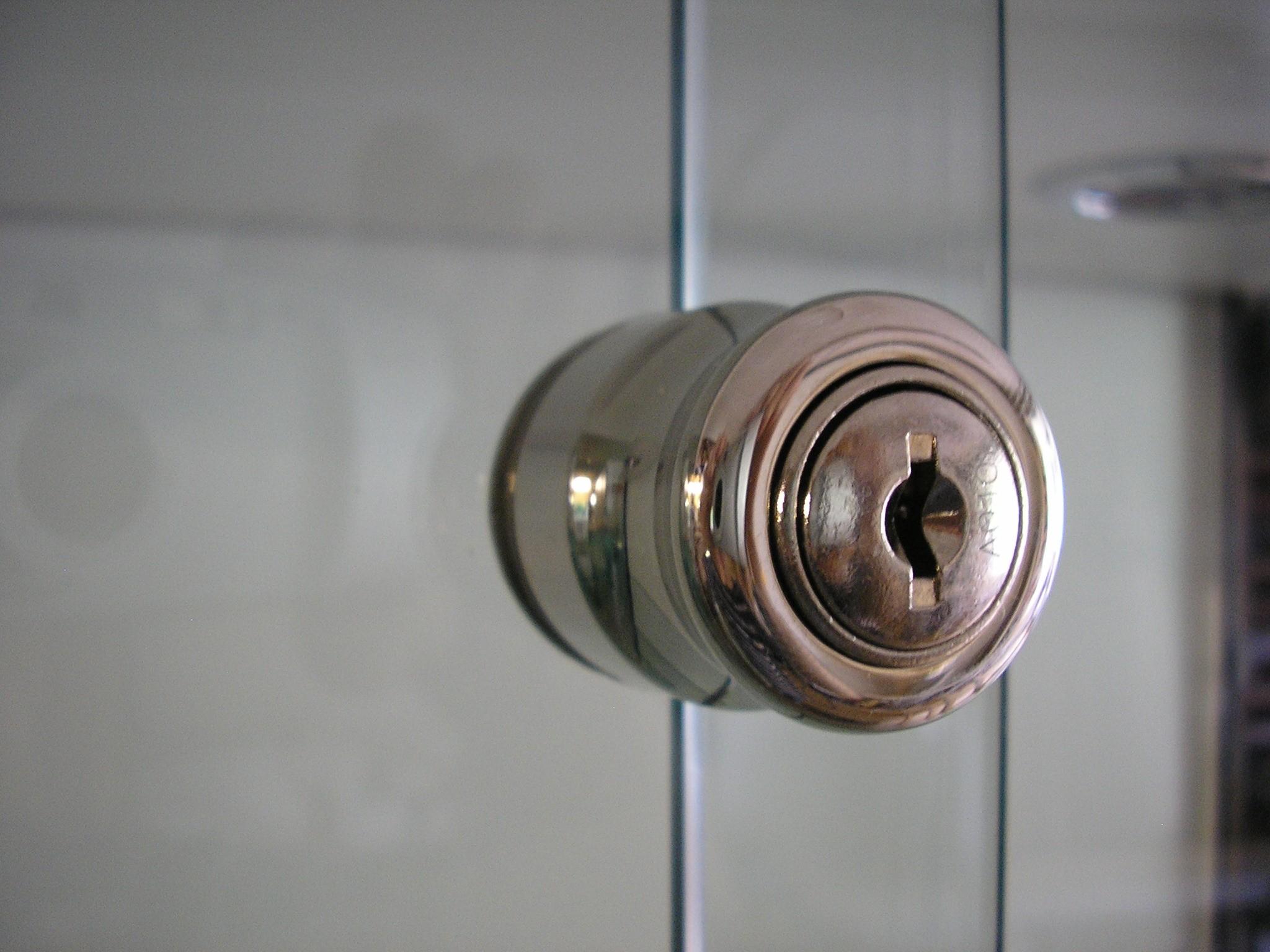 Designex Cabinets lock